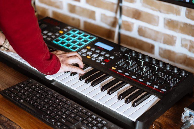Spielen, Programmieren, Arrangieren: Klavierunterricht Rock, Pop, Jazz